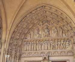 Portail néo-gothique occidental