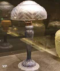Collection Daum - Lampe aux fleurs d'eucalyptus