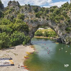 Site du Pont d'Arc écrin de la grotte Chauvet inscrite au Patrimoine mondial de l'UNESCO