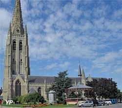 Église Saint-Vaast (Office de Tourisme des Hauts de Flandre)