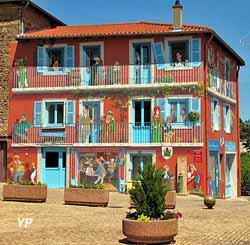 Vaux, fresque de Clochemerle (Service communication Communauté d'agglomération Villefranche-Beaujolais-Saône)