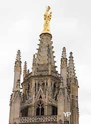 Notre Dame d'Aquitaine au sommet de la tour Pey Beyland (Yalta Production)