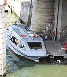 Ministère de l'Economie des Finances et de l'Industrie - navette fluviale